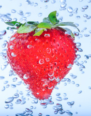 Poster Eclaboussures d eau red strawberry water