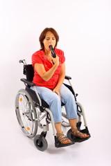 Frau im Rollstuhl beim Selbstmord