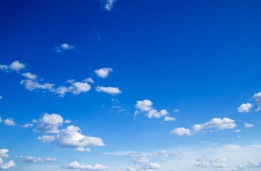 Photo sur cadre textile Ciel blue sky background with tiny clouds