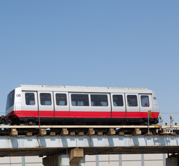 Chicago Airport Shuttle on Tracks