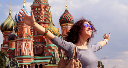 Fototapete - Beautiful woman in red square, Moscow, Russia