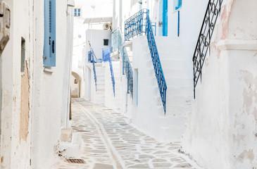 Fototapete - Haus Fassaden auf der Insel Kreta: alte Treppen in Blau
