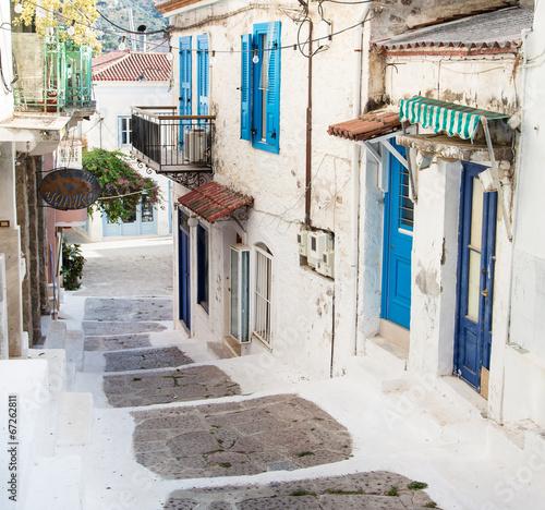 Fototapete Alte Häuser - gesehen auf der Insel Poros in Griechenland.