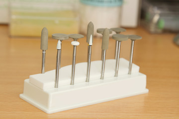 Porcelain adjustment tool kit for dental porcelain teeth
