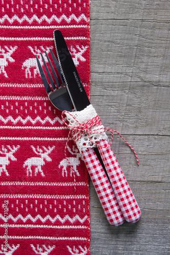 Essen An Weihnachten Besteck In Rot Weiss Kariert Tischdeko