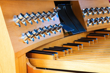 Organ foot controls