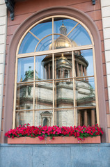 Fototapete - Window with reflection of St Isaac Cathedral, St Petersburg