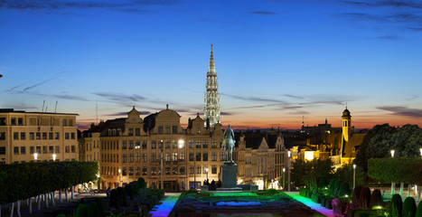 Fototapete - Evening panorama of Brussels