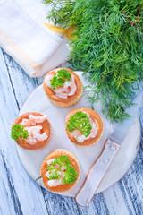 tartalets with shrimps