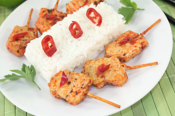 asiatische Satè-Spieße mit Erdnußsauce