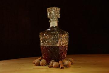 Karafka z orzechami i cynamonem