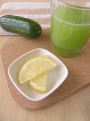 Gurkensaft mit Zitrone