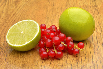 Slice of lime and red currant