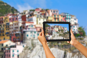 Manorola Woman taking pictures on a tablet
