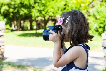 Little girl who takes pictures in park