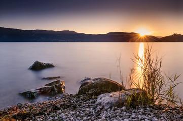 Crépuscule sur le lac d'Aix les Bains