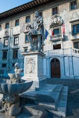 Palazzo della Carovana, Scuola normale superiore, statua, Pisa