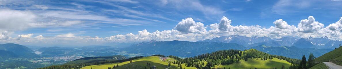 Blick vom Dobratsch auf Südkärnten