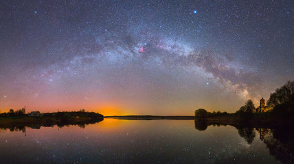 Photo sur Plexiglas Noir Bright Milky Way over the lake at night (panoramic photo)