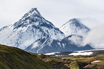 Deurstickers Vulkaan Mountain landscape, volcanoes: Kamen, Kliuchevskoi, Bezymianny
