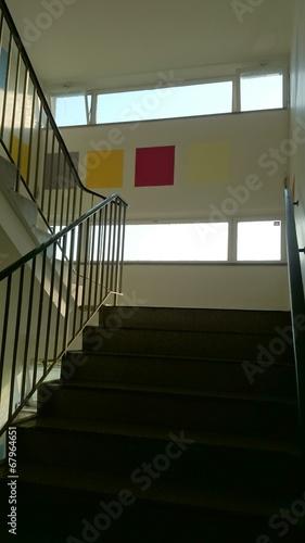 treppenhaus bunte w nde imagens e fotos de stock royalty. Black Bedroom Furniture Sets. Home Design Ideas