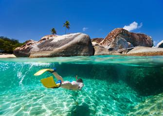 Fototapete - Woman snorkeling in tropical water