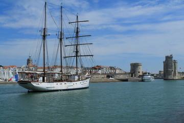 Entrée du vieux port de La Rochelle, France