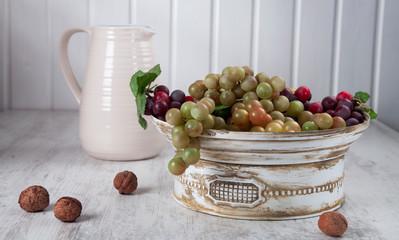 Grapes in ceramic bowl horizontal