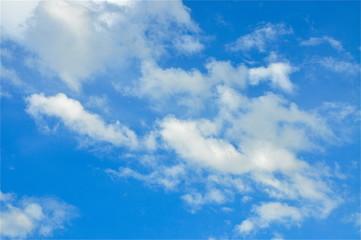 Blau und weisser Himmels-Hintergrund