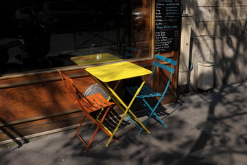 Tables de restaurant en terrasse