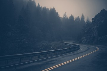 Fototapete - Foggy Mountain Road