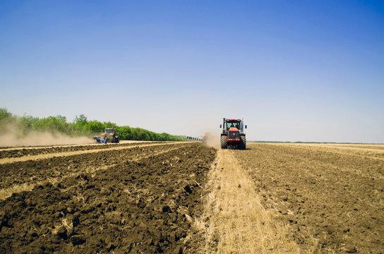 поле трактор 4