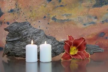 Stilleben mit Lilie und Kerzen