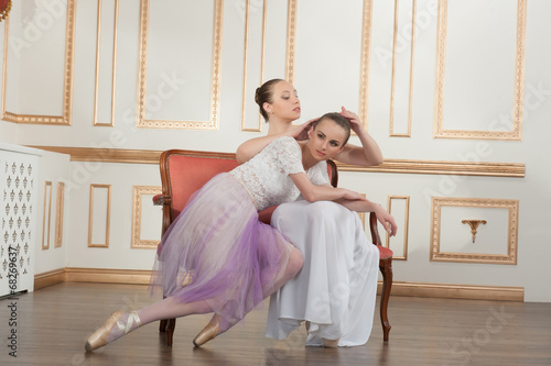 FREE PHOTO YOUNG BALLET DANCERS IN CLASS