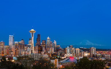 Wall Mural - Seattle downtown skyline and Mt. Rainier at night. WA