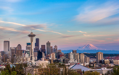 Wall Mural - Seattle downtown skyline and Mt. Rainier at sunset. WA