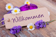 Willkommen - Schild mit Deko aus Lavendel und Duftkerze
