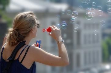 women and soap bubbles