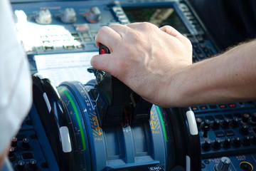 cockpit avion de ligne 325