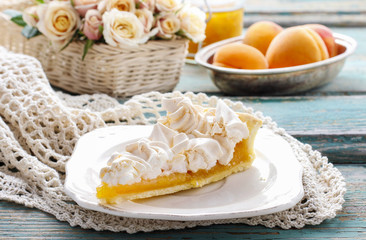 Peach pie with meringue topping