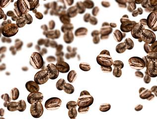 chicchi di caffe' su fondo isolato