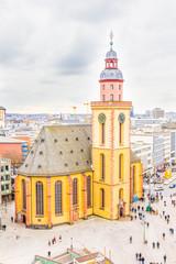 Frankfurt z kościołem św. Katarzyny i placem - 68555497