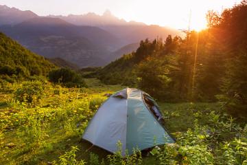 Foto op Aluminium Alpinisme Tent in mountains