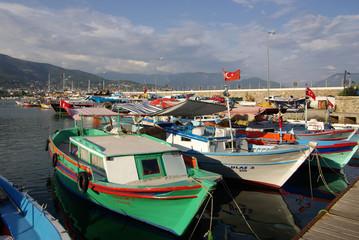 Fotobehang Oude gebouw Boats in the port of Alanya, Turkey