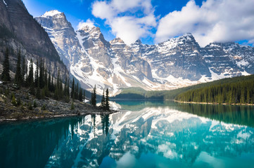 Moraine Lake, Rocky Mountains, Canada Fotobehang