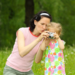 Mom and daughter together take pictures.