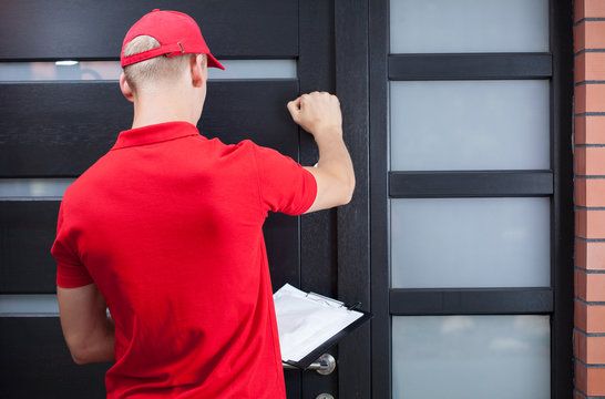 Delivery man knocking on the client's door