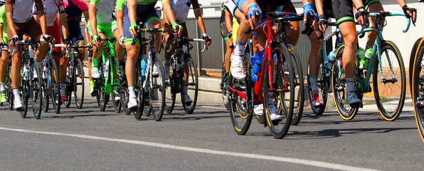 Photo sur Aluminium Cyclisme legs of cyclists who ride during the race
