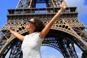 Poster - Beautiful young woman on the Eiffel tower in Paris