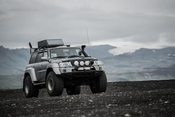 Geländewagen - Lava - Meer - Eis - Wüste - Island
